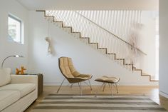 These stairs have a railing made of rope! It's more like a safety net, isn't it? Nautical, whimsical and unusual - these stairs are from the Keystone House by Riley...