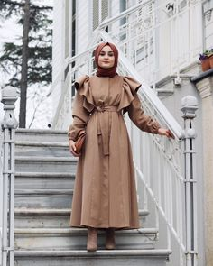 Office Look Formal Hijab Hijab Style Dress, Modest Fashion Hijab, Modern Hijab Fashion, Casual Hijab Outfit, Muslim Fashion, Dress Casual, Glam Rock Fashion, Women's Fashion, Winter Fashion
