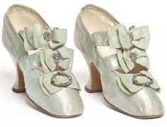 1900-1910 shoes made by Hellstern & Sons, Paris, via Les Arts Decoratifs.