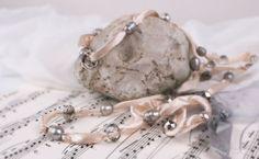 Náhrdelník Silkband - krémový | Bella Rose