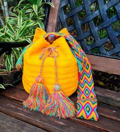 Wayuu Bags / Wayuu Mochilas are handmade by the by loveandlucky Tapestry Bag, Tapestry Crochet, Crochet Handbags, Crochet Purses, Mochila Crochet, Ethno Style, Diy Accessoires, Boho Bags, Crochet Braids