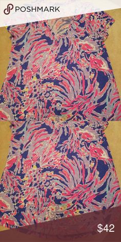 Shrimply Chic Etta top. High low hem. Runs big. Never worn or washed. One of my favorite prints. Offers welcome. Lilly Pulitzer Tops