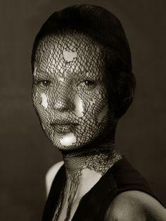 Kate Moss by Irvin Penn. http://barbarainwonderlart.files.wordpress.com/2014/04/watson-kate-moss-in-torn-veil-marrakech-1993.jpg