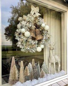 Yule Decorations, Silver Christmas Decorations, Silver Christmas Tree, Black Christmas, Merry Little Christmas, Diy Christmas Ornaments, Christmas Wreaths, Holiday Decor, Christmas Yule Log