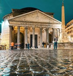 Let's talk about Rome today: one of the best-loved Italian destinations for tourists from all over the world. Ten absolutely-must-see sites in Rome.