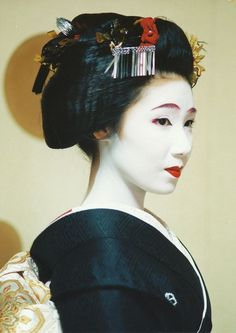 Maiko Kocho. Kocho-san was once a big name in Gion but had to retire after her mother got sick. She worked as a hostess in a big club in Ginza, Tokyo and runs a blog about her life as a former Geiko. She was also the first Geiko to speak out about the inaccuracies in the Memoirs of a Geisha-Movie. Her real name is Fujika
