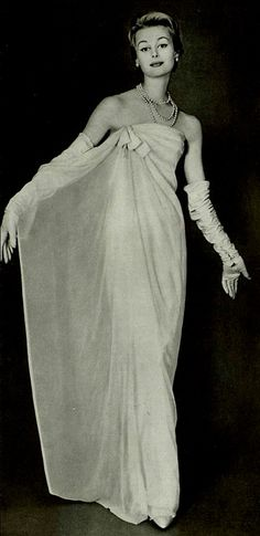 Christian Dior A/H Photo Georges Saad. Vintage Dior, Christian Dior Vintage, Look Vintage, Vintage Couture, Vintage Vogue, Vintage Glamour, Vintage Beauty, Vintage Evening Gowns, Vintage Gowns