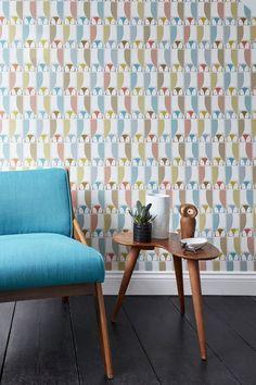 We love this wallpaper design featuring cute retro owls!