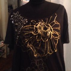 Great Summer Tshirt 2/3X COMFY Lovely gold, silver and black Tshirt from Fashion Bug. Perfect for summer. Marked sized 4x but has shrunk in the wash to about a large 2x. Gently worn and in flawless condition. Fashion Bug Tops Tees - Short Sleeve
