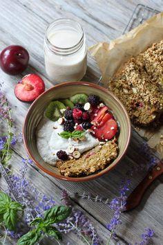 Crème courgette / coco aux fruits d'été avec un pain rhubarb / fraise | blog Green Spirit Adventures (en anglais)