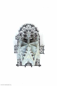 Vera Siemund, brooch, 2012, enamelled copper, steel, silver - persecuted, pasture, glazed, sawn - 65 x 95 x 60 mm - Gothic canopy, glazed gray, mounted on a flat steel plant sawn.