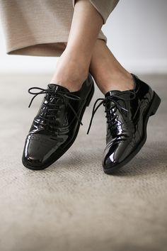 매니쉬 로퍼 Shoe Image, Fashion Shoes, Mens Fashion, Drawing Clothes, Story Inspiration, Street Fashion, Leather Shoes, Pose, Fashion Photography