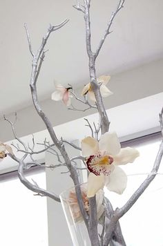 Spraying the branches to go with your theme colors - brilliant!