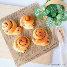 Little Miss Bento  シャリーのかわいいキャラベン: Recipe for Snail Butter Roll with Cinnamon
