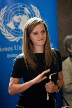 See Emma Watson pictures, get the latest on the Harry Potter star's life and loves and see how Hermione got all grown up! Emma Love, Emma Watson Beautiful, Emma Watson Estilo, Ema Watson, Brown Blonde Hair, Grunge Hair, Zooey Deschanel, Pretty People, Role Models