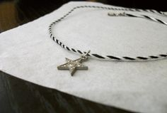 #choker #necklace #diy #simple #star #blacknwhie #floss #embroidery #twist