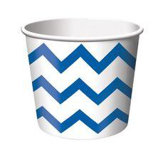 Die Naschbox Chevron blau ist ideal für Eis oder Süßigkeiten auf einem Kindergeburtstag. In diesem Falle dekorieren wir die Becher zu einer Polizei Party. Findet tut ihr die Pappbecher bei www.party-princess.de
