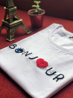 Awesome DIY Embroidery Clothes T-shirts - Diy Embroidery Shirt, Tambour Embroidery, Embroidery On Clothes, Embroidery Works, Embroidered Clothes, Embroidery Fashion, Embroidery Stitches, Embroidery Patterns, Hand Embroidery