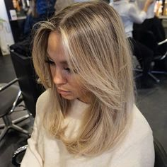 160 inspiring ideas for blonde hair with highlights page 16 Hair Color Balayage, Hair Highlights, Natural Blonde Hair With Highlights, Blonde Hair Looks, Corte Y Color, Mid Length Hair, Hair Flip, Long Hair Cuts, Hair Dos
