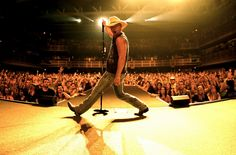 Happy birthday to Kenny Chesney today! Click (image) and listen to a complete Kenny playlists and wish him a happy 44th.
