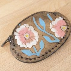 I can't get enough of color and floral patterns!  The Aurora Leather Coin Purse by Moxie & Oliver has flowers and vines on it in pink and turquoise.  So cute, and easy to find in your purse!  Repin to remember this adorable piece
