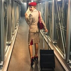 Emirates Airline, Emirates A380, Emirates Cabin Crew, Airline Cabin Crew, First Class Flights, Airline Uniforms, Travel Flights, Flight Attendant Life, Attendance