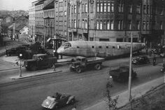 Přesun trupu Junkers 290 ze Kbel do areálu NTM na letné Czech Republic, Fighter Jets, Transportation, Aircraft, Twitter, Prague Transport, Travel, Airplanes, Prague