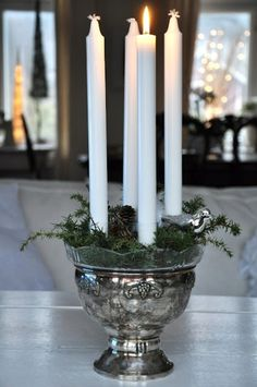Lovely idea for advent candles. Cottage Christmas, Christmas On A Budget, Noel Christmas, Christmas Candles, Rustic Christmas, Winter Christmas, Christmas Wreaths, Advent Candles, Diy Christmas Decorations Easy