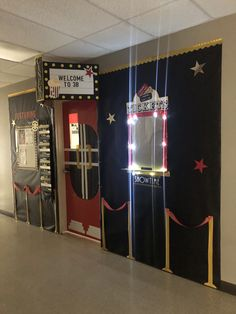 Movie theater classroom with working ticket booth lights! Movie Theater Theme, Movie Themes, Hollywood Theme Classroom, Classroom Themes, Movie Classroom, Teaching Theatre, Las Vegas, School Themes, Ticket
