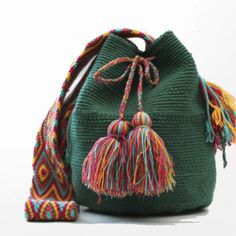Cali 44 face Tapestry Crochet, Knit Crochet, Boho Bags, Yarn Projects, Knitted Bags, Leather Handbags, Bucket Bag, Boho Chic, Sewing Patterns