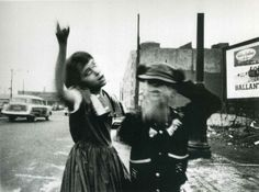 In an age of tack-sharp photos, I find myself daydreaming about this slightly fuzzy William Klein.