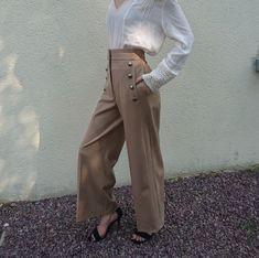 Magnifique pantalon Mango beige - Bouton style marin, taille haute et jambe  large, couleur beige, taille 36 porté par un 34 sur les photos et je tiens  la ... 37aca39195e