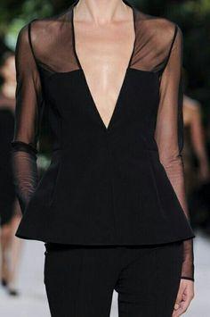 """La magia del color Negro. """"Las mujeres piensan en todos los colores, excepto en la falta de color. En Negro hay todo esto. Su belleza es absoluta"""" Coco Chanel."""