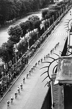 "From ""Tour de France"", Rue de Rivoli, Paris. Photo by Martine Franck."