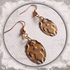 kleine und ovale Ohrringe aus Metall in silber und gold mit Prägung --- small and oval metal earrings in silver and gold embossed --- Handmade