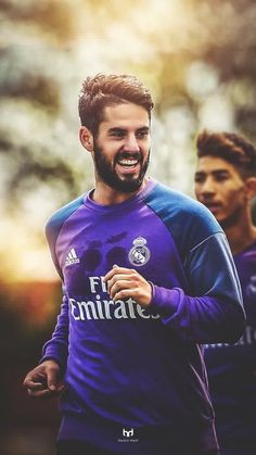 Isco Alarcón Football Is Life, Football Kits, Best Football Team, Football Soccer, Football Players, Isco Real Madrid, Football Hairstyles, Real Madrid Shirt, Real Madrid Wallpapers