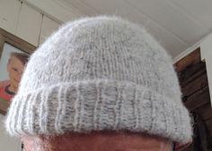 """Et nytt og spennende """"blow yarn"""", bestående av myk baby alpaca og herlig og varm merinoull. Konstruksjonen er unik og basert på e... Alpacas, Knitted Hats, Beanie, Knitting, Tricot, Breien, Stricken, Weaving, Beanies"""
