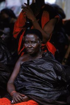 Cary Wolinsky    Kumasi, Ghana, Africa. Protected from the sun by a man holding a large umbrella, a Tribal chief dressed in a traditional, cotton funeral cloth attends a funeral in Kumasi, Ghana.