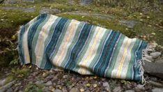 Elinan Erikoiset - Vuodatus.net Picnic Blanket, Outdoor Blanket, Rya Rug, Recycled Fabric, Korn, Woven Rug, Weaving, Rugs, Rug Weaves