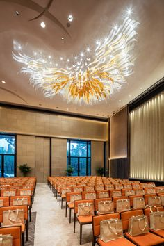 Lasvit for Pullman Kaifeng, China Apart from the ephemeral installation for the lobby of Pullman Kaifeng, Lasvit has also created several lighting installations to adorn the ballrooms of this luxurious resort. #LasvitDesign #Pullman #Kaifeng #China #Design #InteriorDesign #Glass #Ballroom #Chandelier