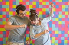 photo booth backdrop idea : post-its  #photobooth Photobooth Factory // Post-It Pixels #110