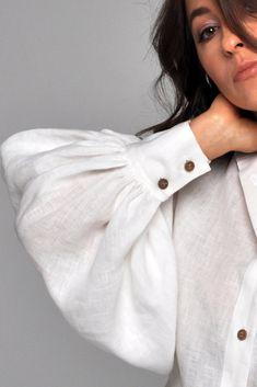 Minimal Fashion, White Fashion, Look Fashion, Fashion Outfits, Victorian Blouse, Victorian Fashion, Long Kimono Outfit, Lengha Blouse Designs, Puffy Sleeves Blouse