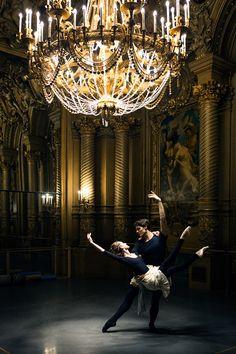 Dorothée Gilbert et Hugo Marchand répétant L'histoire de Manon de Kenneth MacMillan, dans le Foyer de la danse de l'Opéra Garnier. Photo by James Bort