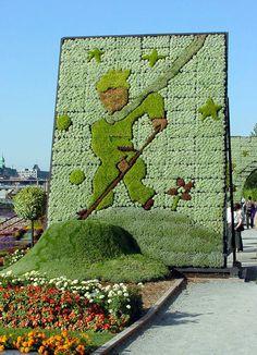 Le Petit Prince met sa planète bien en ordre (The Little Prince put his planet in perfect order) at the Mosaïcultures Internationales de Montréal
