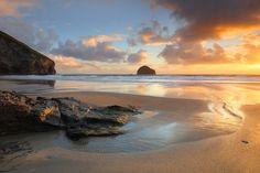 Sunset on the #beach at Trebarwith Strand #Cornwall.