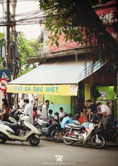 Cheap eats in Hanoi, Vietnam (A Table For Two)