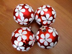 4 Upcycled Red Christmas Ornaments by Greencycledesigns Red Christmas Ornaments, Retro Christmas, Christmas Themes, Christmas Tree Decorations, Holiday Fun, Christmas Holidays, Happy Holidays, Holiday Ideas, Festive
