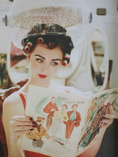 I can't tell if this is a really good vintage photo or a very good retro picture, but either way, those curlers are awesome. Vintage Love, Vintage Beauty, Vintage Ads, Vintage Fashion, Vintage Makeup, Rockabilly Style, Pin Up Retro, Vintage Hair Salons, Vintage Curls