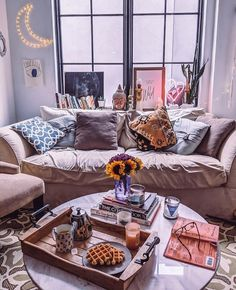 Bohemian Bedroom Decor Ideas - Discover how to grasp bohemian room decoration with these 33 bohemia-style areas, from eclectic rooms to loosened up living spaces. Design Apartment, Apartment Bedroom Decor, Apartment Living, Bohemian Room Decor, Bohemian House, Bohemian Living, Salons Cosy, Decoration Ikea, Uo Home