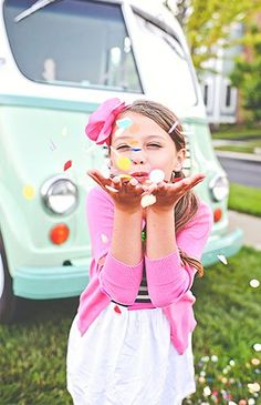 With school out of session for summer, and the weather nice and warm, a pink and mint retro kids ice cream party is the perfect way to spend a day! Kids Party Themes, Kid Party Favors, Party Ideas, Party Games, Paper Party Decorations, Birthday Party Decorations, Fashion Themes, Kids Fashion, Retro Kids